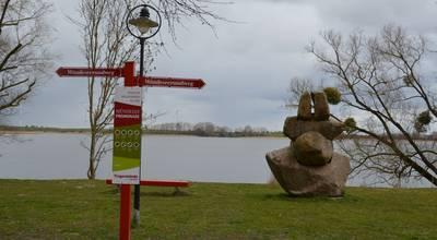 Mehr zu Die Mündeseepromenade: Eine Burg und Skulpturen